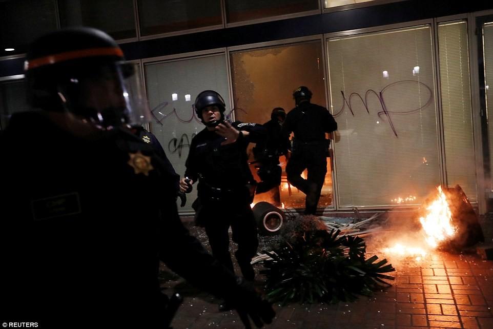 Пока не ясно, есть ли пострадавшие среди демонстрантов и сколько – если таковые имеются &ndash