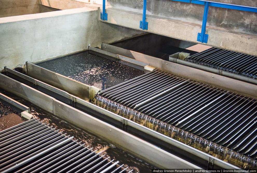 4. Через наклонные пластинчатые модули вода расслаивается, что с одной стороны способствует отд