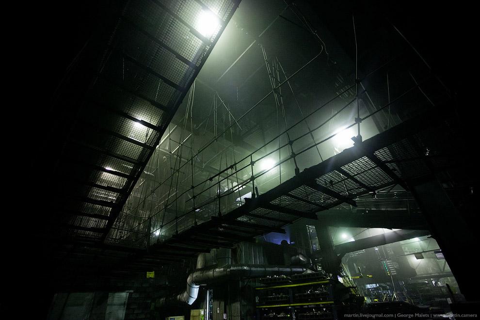 16. Это станок в обновленных цехах завода. Рабочий процесс здесь максимально автоматизирован, л