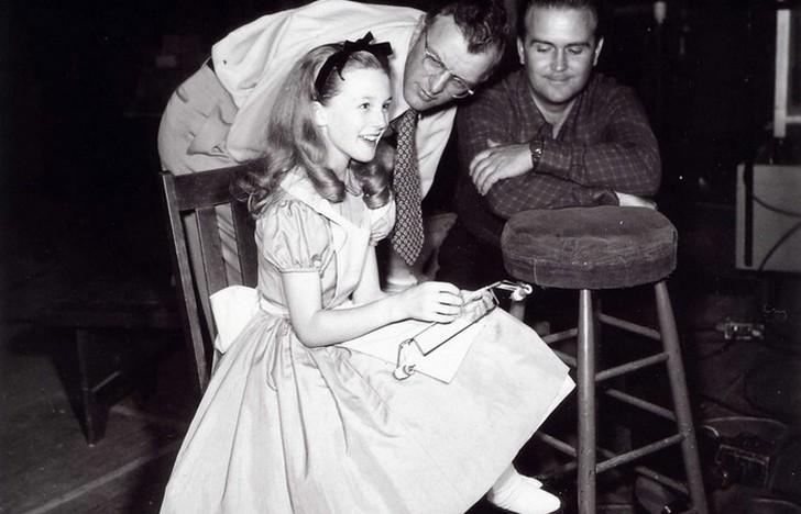 Узнаёте Алису? В 1951 году, когда анимационный фильм был выпущен, сборы составили всего 2,1 млн долл