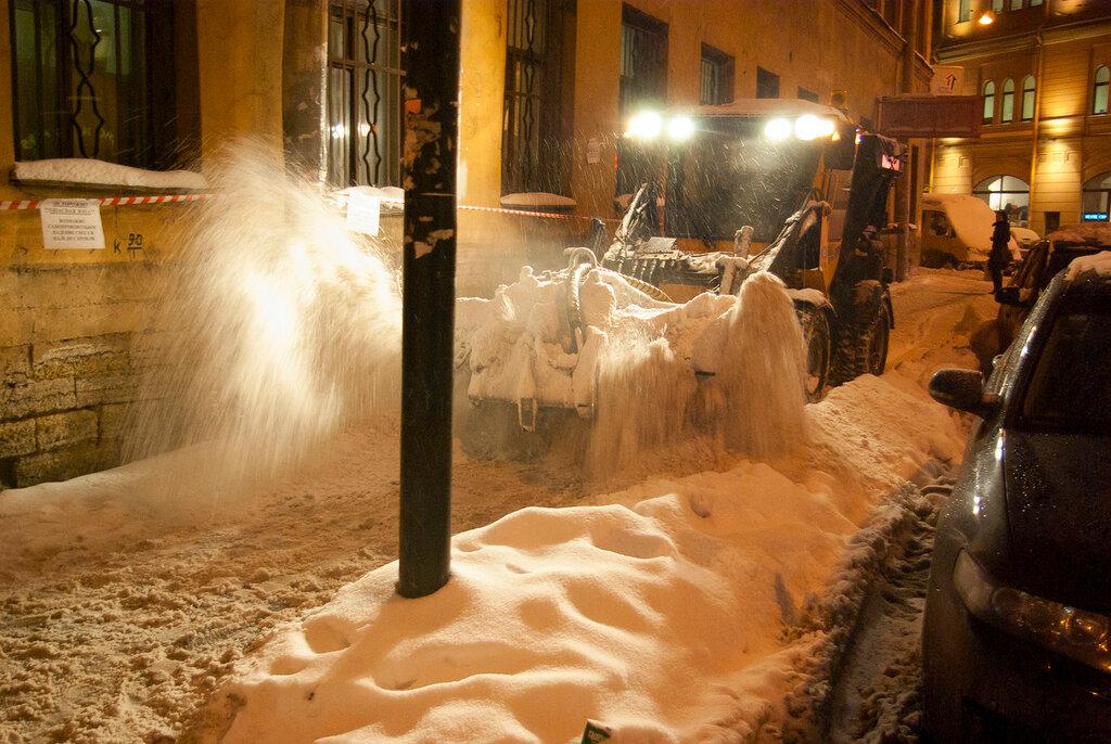 Снег на улицах Питера!