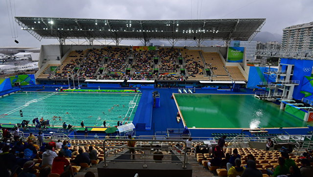 Позеленевшую воду волимпийском бассейне заменят
