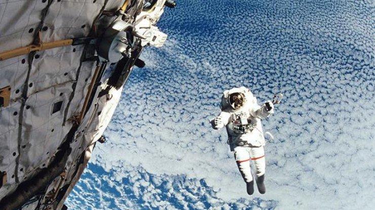 Суперспособности астронавтов МКС: Встретить Новый год 16 раз