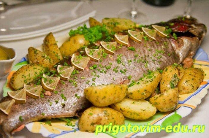 Рыба фаршированная и запеченная в духовке