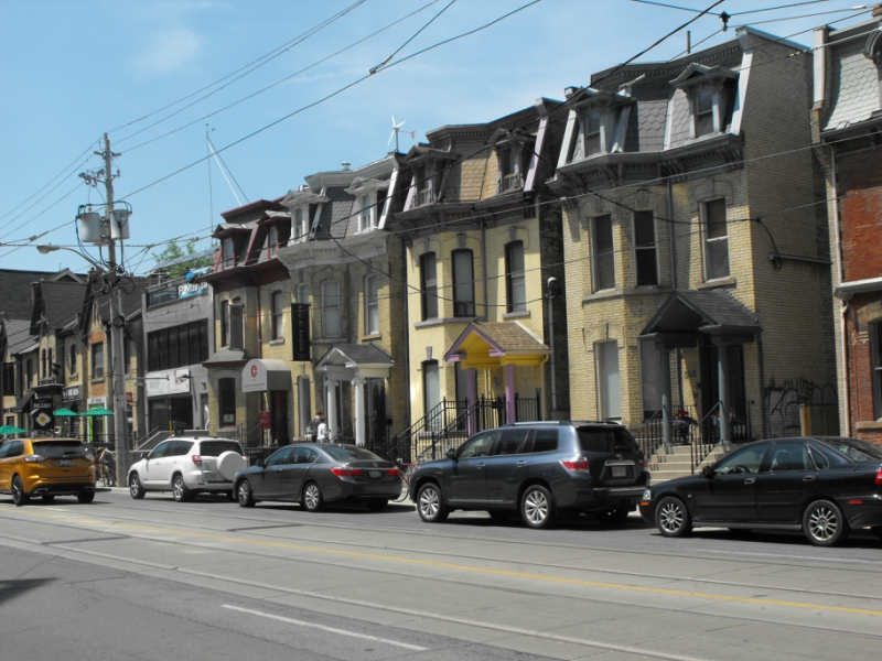 Dundas St. w. - Buildings  opposite  AGO.