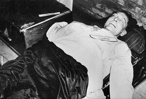 Герман Геринг после самоубийства и символического исполнения приговора