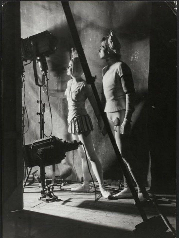 1957. Танцоры Ролана Пети за кулисами