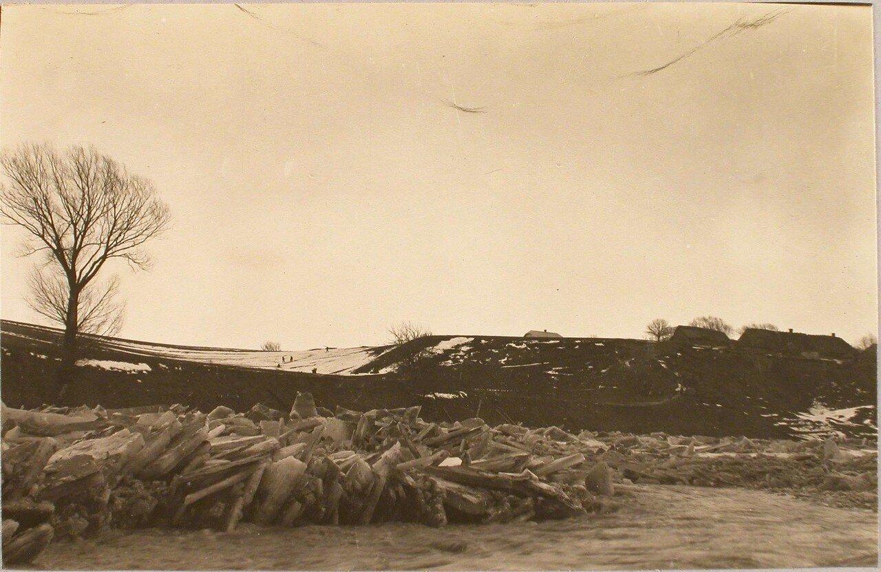 109. Разлив и ледяной затор на реке Вислоке вблизи станции. Галиция. Ст. Ржешов
