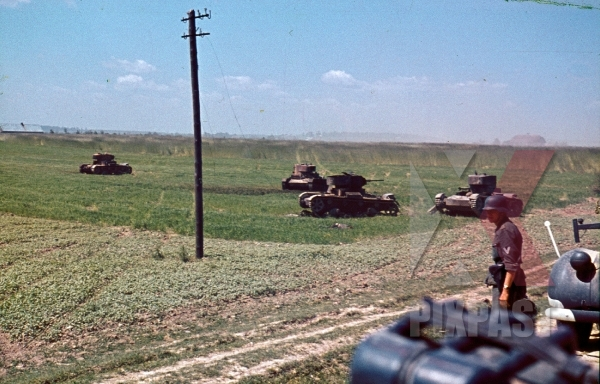 stock-photo-field-of-captured-russian-t26-panzer-tank-summer-1941-103-schutzen-regiment-14th-panzer-division-russia-8939.jpg