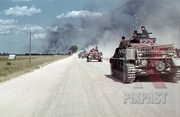 stock-photo-german-panzer-4-1231-operation-barbarossa-1st-battery-75th-panzer-artillery-reg-3rd-panzer-division-beresina-august-1941-12286.jpg