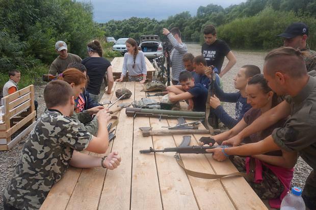 Люди с ножами и битами: В Запорожской области напали на капеллана и волонтеров одного из добробатів