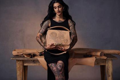 Tod's использовала татуировки для украшений сумок