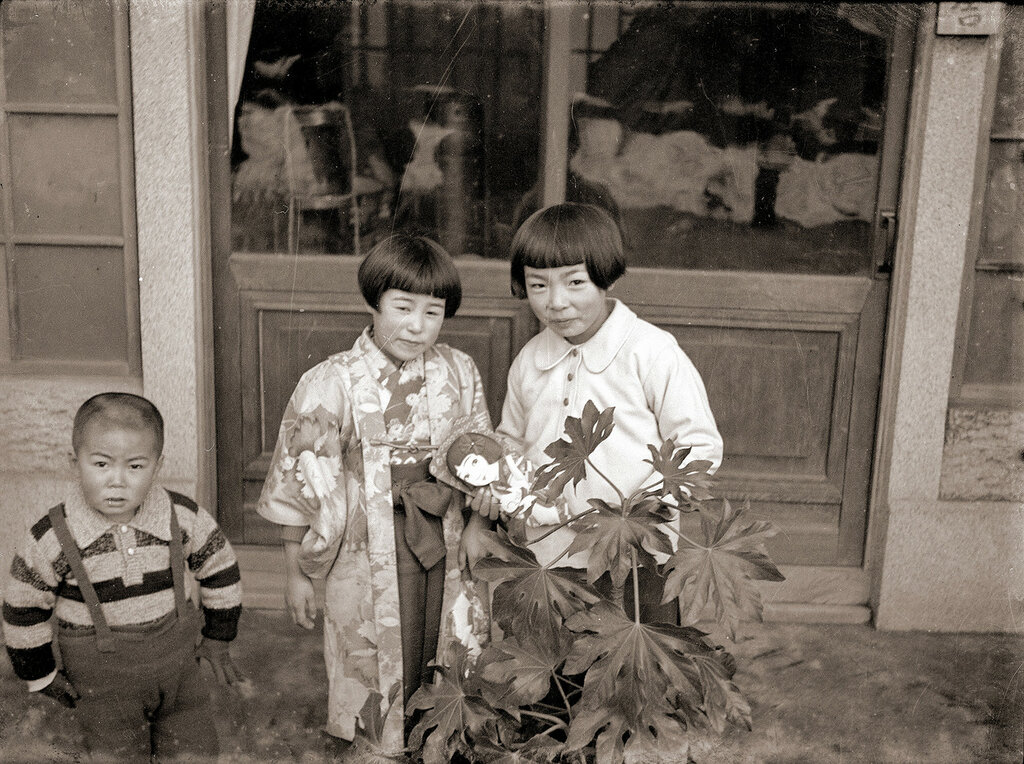 Children In Front of Doors, 1930s Japan.
