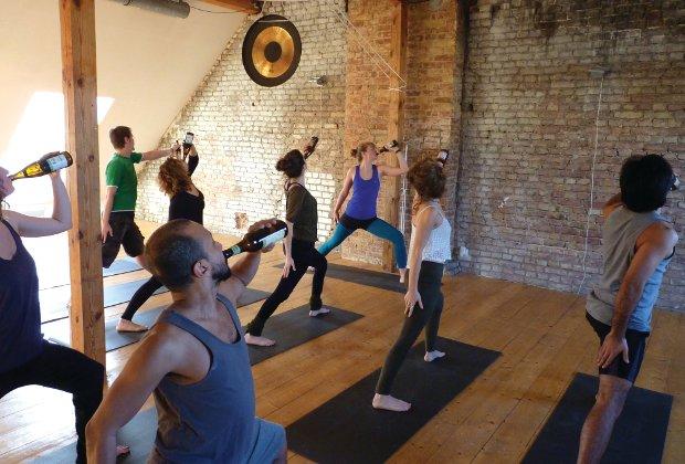 Пивная йога покоряет мир (6 фото)