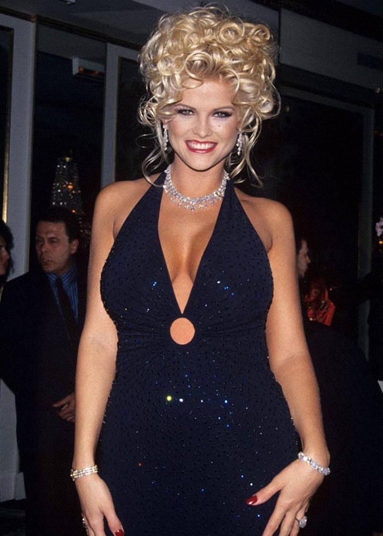 В июне 1993 года Анну Николь Смит назвали «Любовницей года» по версии журнала Playboy. (StarTraks /