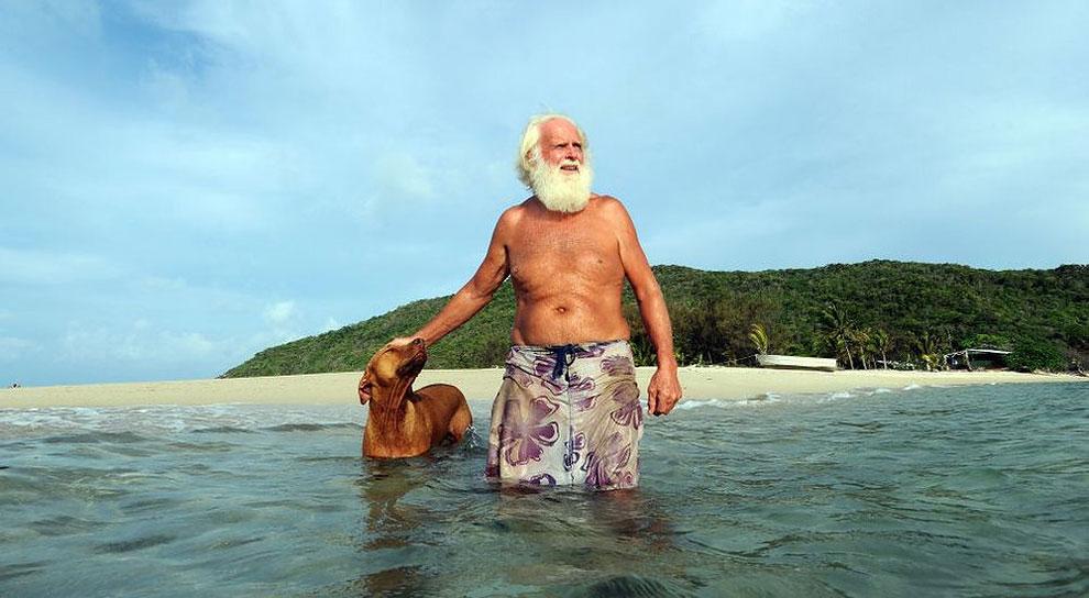 Разорившийся австралийский миллионер уже 20 лет живет один на необитаемом острове (10 фото)