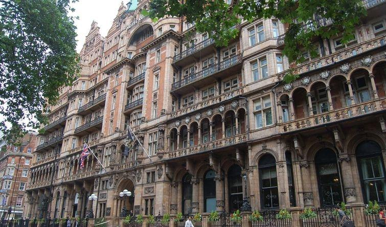 4. Russell Hotel: прибежище морских волков Это сейчас отель Russel добропорядочное заведение с садом