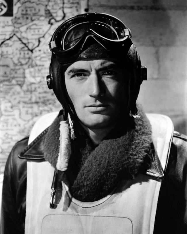 Ключевой образ мужчины вгоды Второй мировой войны— суровый, мужественный, затянутый вформу, без к