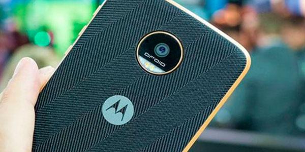 Стала известна стоимость телефонов Motorola сдвойными камерами