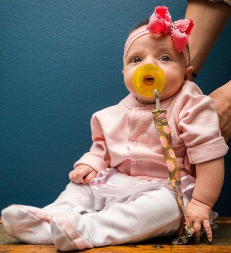 Во сколько месяцев можно ребенка сажать девочку в 317