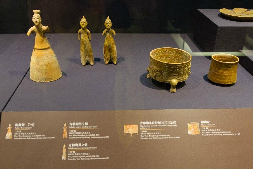 Керамические фигурки и сосуды, царство Вэй, Музей района Хайдянь