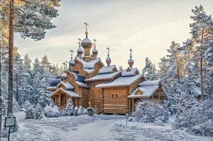 Что за терем расписной в той глуши лесной? Это храм стоит святой!