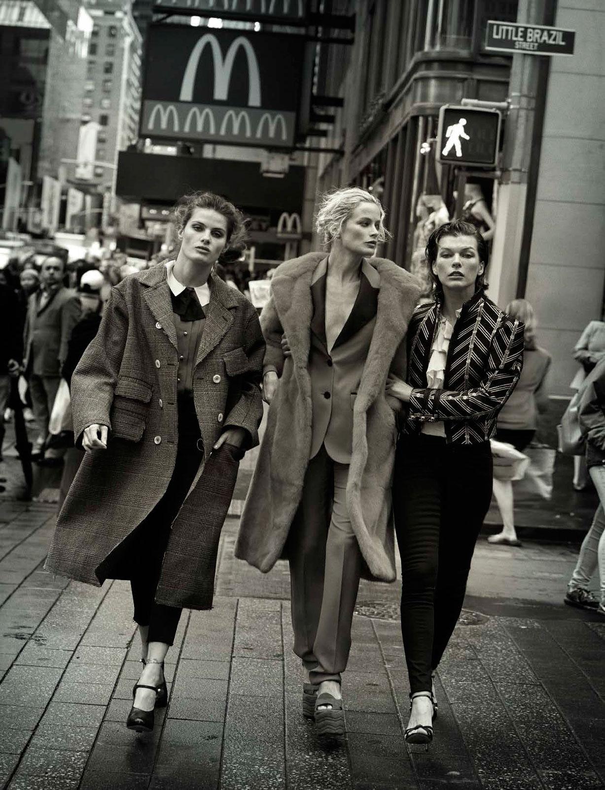 Isabeli Fontana, Carolyn Murphy, Milla Jovovich - Walking by Peter Lindbergh - Vogue Italia october 2016