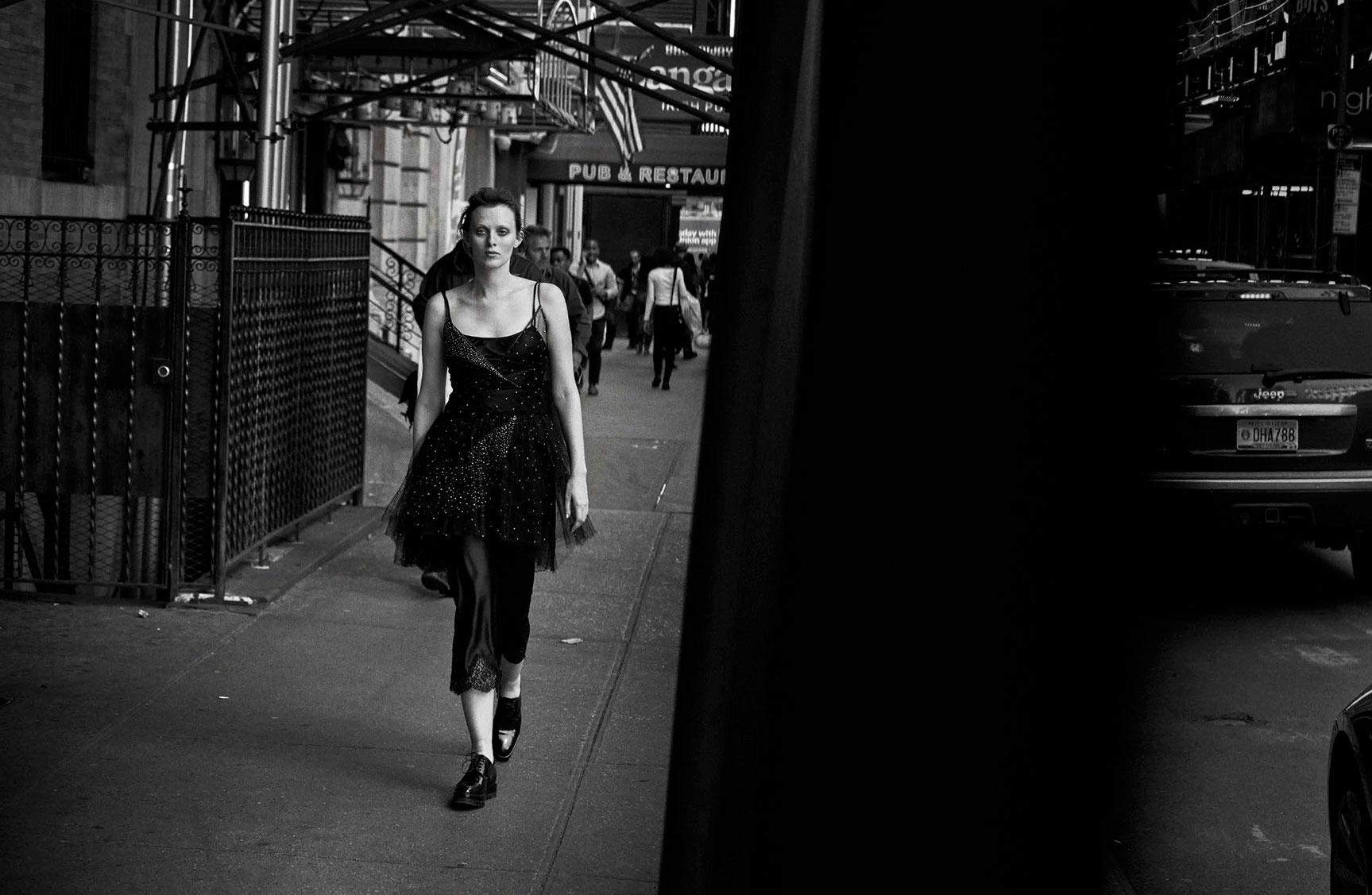 Karen Elson - Walking by Peter Lindbergh - Vogue Italia october 2016