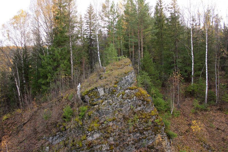 Горный отрог на перегоне Биянка - Симская, возле моста через реку Сим