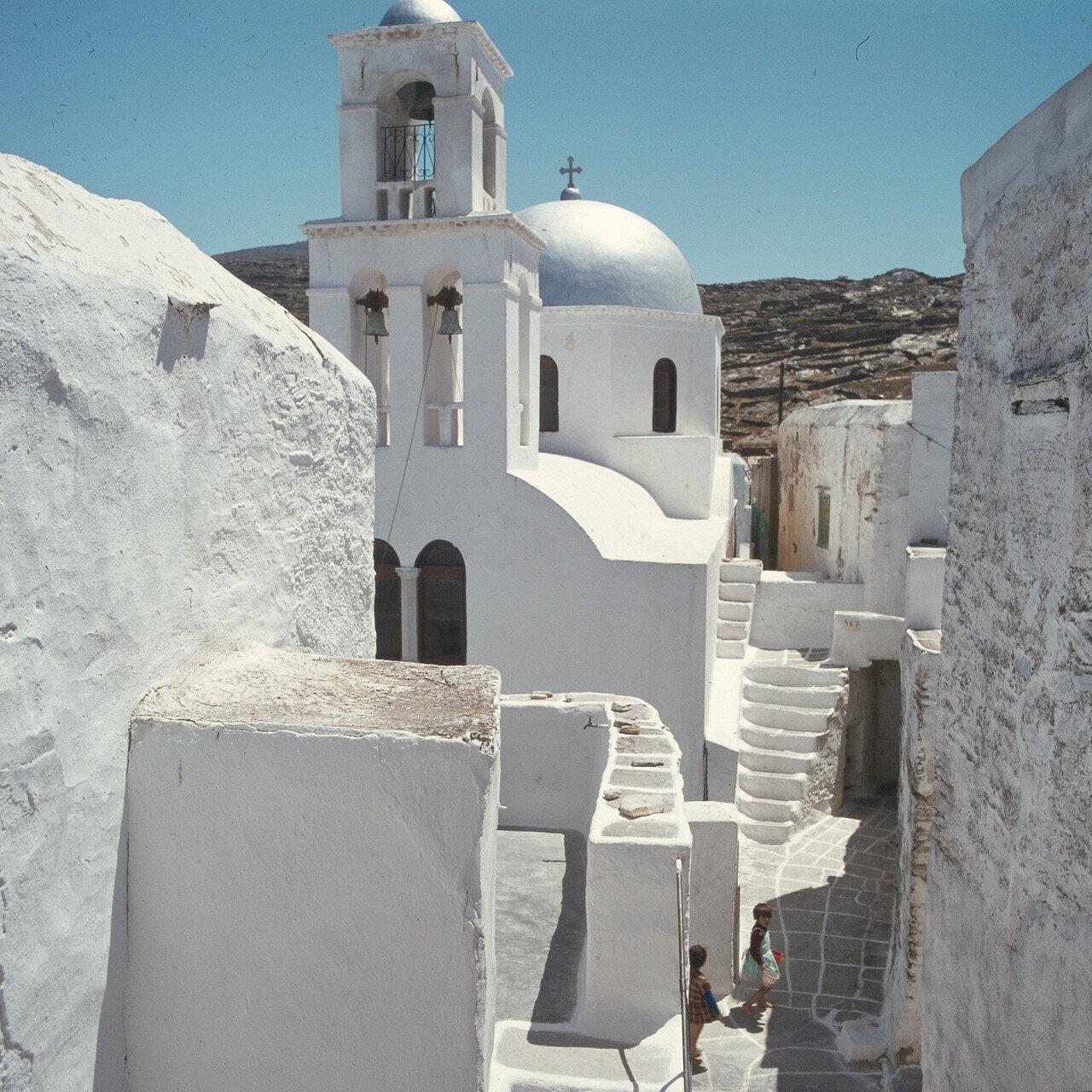 Иос, Хора. Церковь, лестницы, улица
