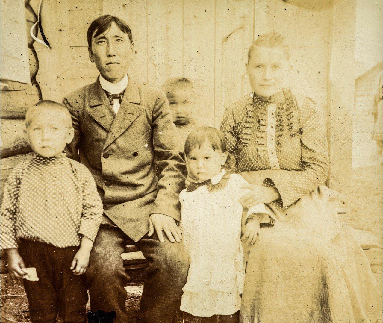 Семейный портрет нанайца, его русской жены и их детей