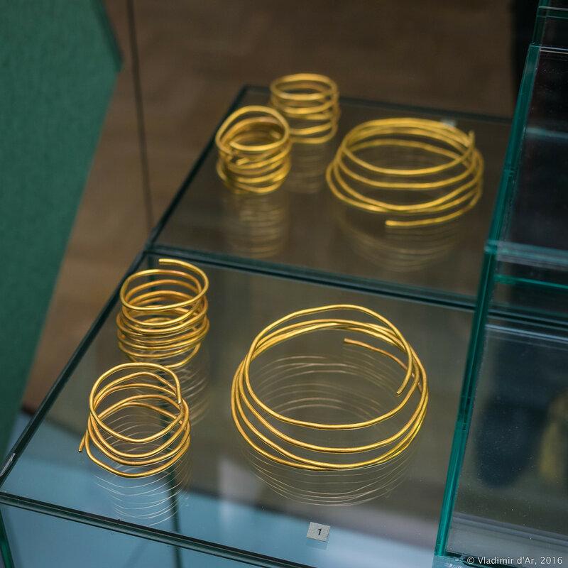 Спиралевидные браслеты и гривна. Конец II - I вв. до н.э.