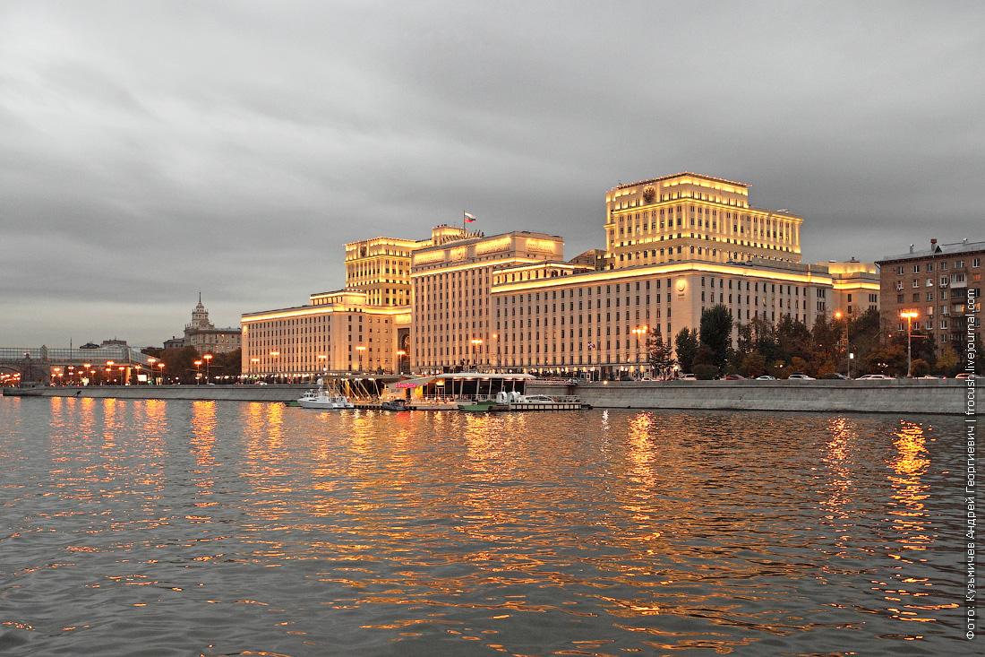 Национальный центр управления обороной Российской Федерации вечернее фото