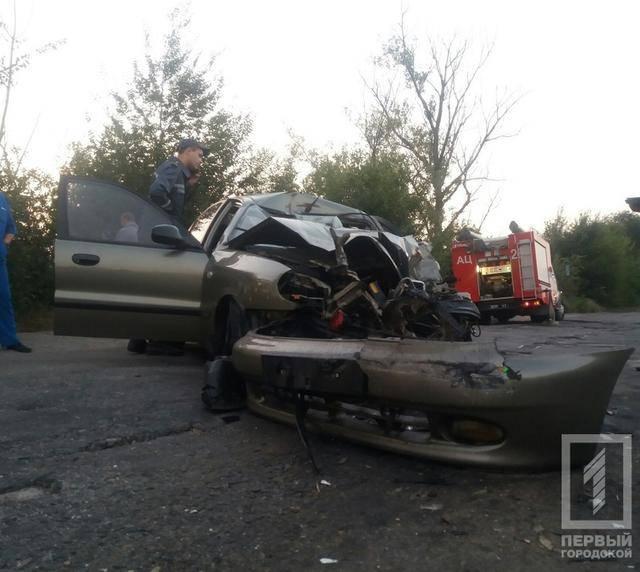 """Жуткая авария с тремя погибшими: """"Ланос"""" влетел в грузовик под Кривым Рогом. ФОТО"""