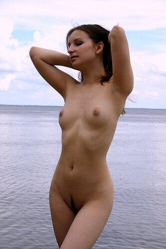 Девушки и Море. 18+