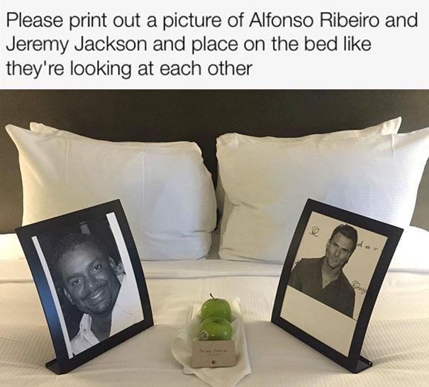 «Пожалуйста, поставьте фотографию Альфонсо Рибейро и Джереми Джексона на кровати так, чтобы они как