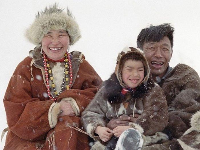 7. Эскимосы. В России их осталось чуть меньше 2 000 человек. Их основное самоназвание — «инуи?ты». С