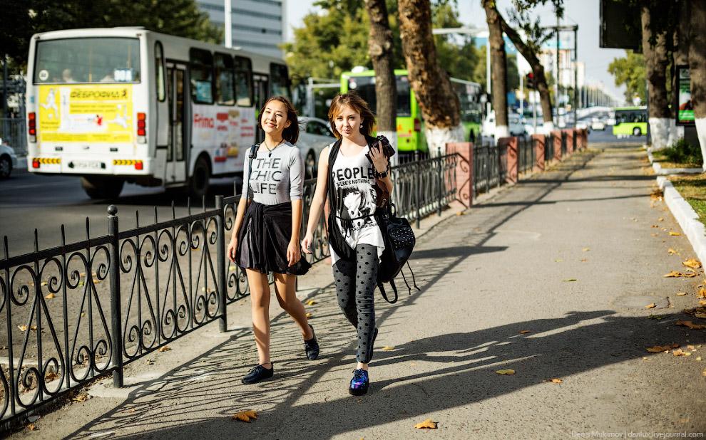 10. Жаль только, что парковка на тротуарах здесь такое же нормальное явление, как и везде у нас