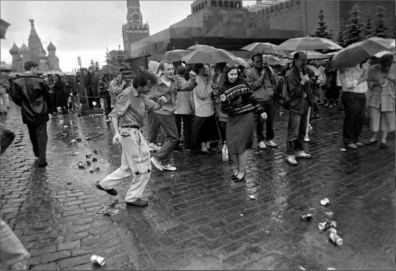 У стен Кремля Г. Михеев. 1990.jpg