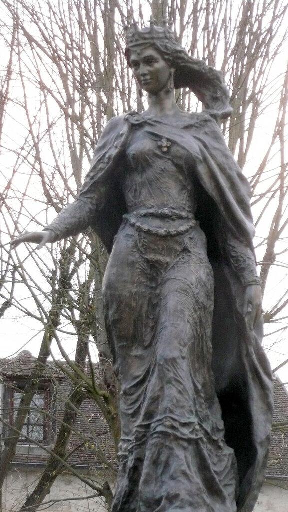 Statue-Senlis_Anne_de_Kiev.JPG