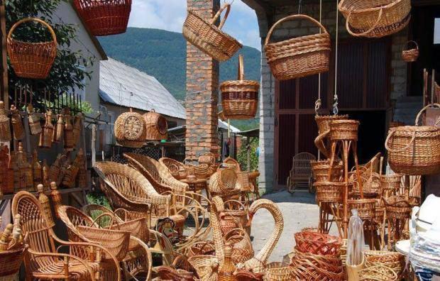 Столица лозоплетения: На Закарпатье создают разнообразные плетеные изделия из ивы (фото)