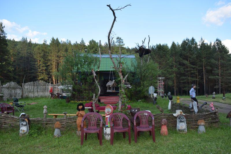 Сказочный дворик администрации кемпинга