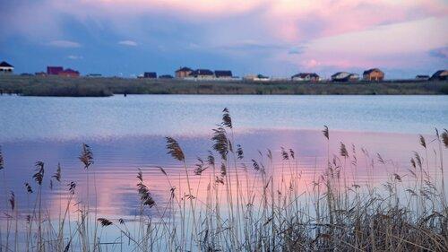 на вечернем озере