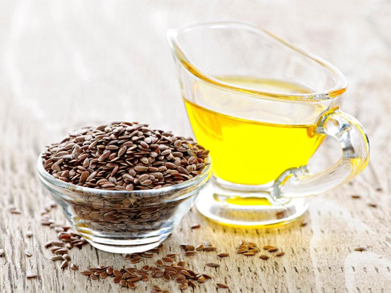 Семена льна Немного уступают чиа по количествуминералов и антиоксидантов поэтомухуже хранятся), но