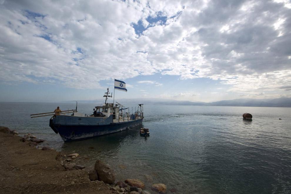 8. Старый причал. По нему можно оценить уровень Мертвого моря, который был 20 лет назад. (Фото