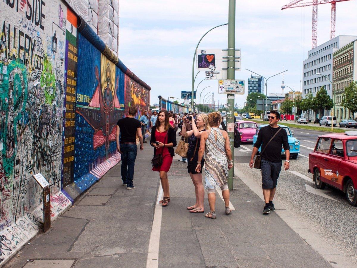 По Берлину удобно передвигаться на «У-Бан» — это дешевое столичное метро. Горожане приветливы и вежл