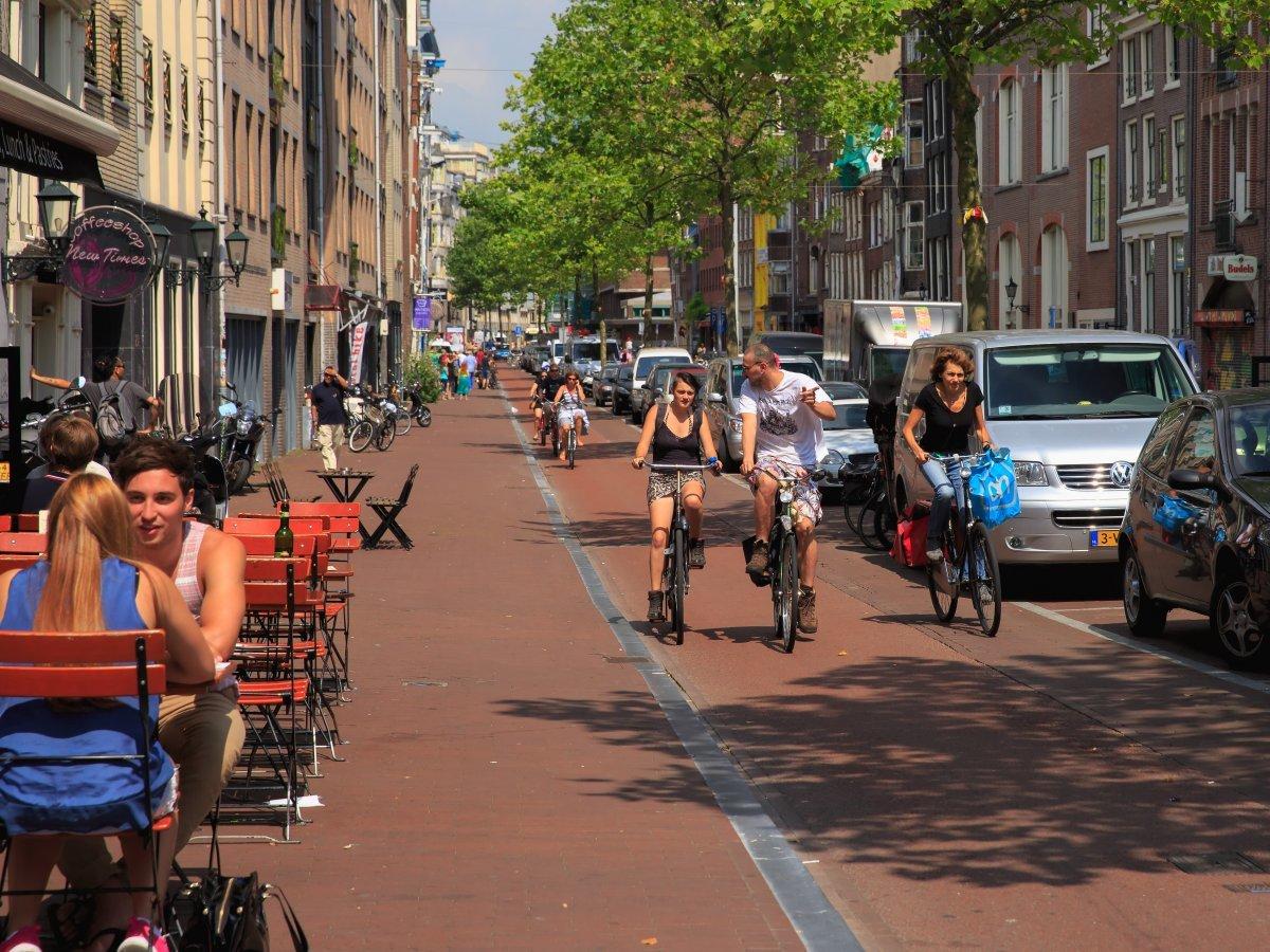 Голландцы считаются самыми терпимыми жителями Европы. По Амстердаму можно путешествовать пешком или
