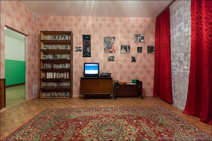 23.Комната видеосалон