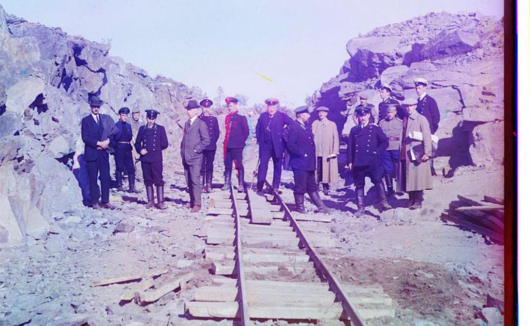Рабочие на дрезине. Фотография сделана у Петрозаводска, на Мурманской железной дороге.