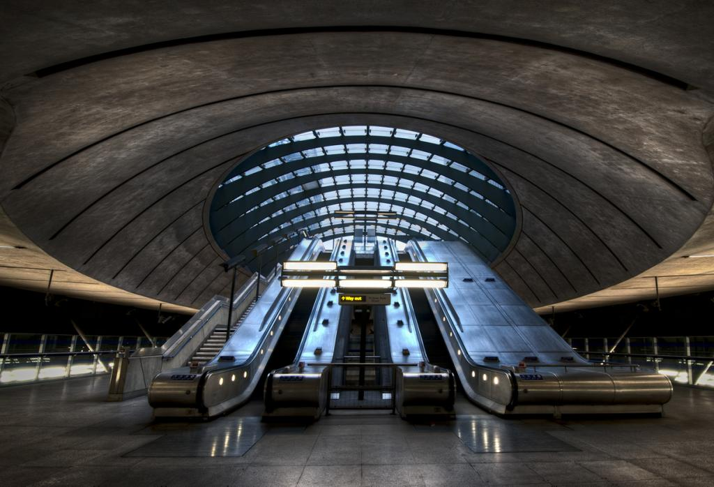 Великобритания. Лондон. Станция Кэнэри-Уорф. (JH Images.co.uk)